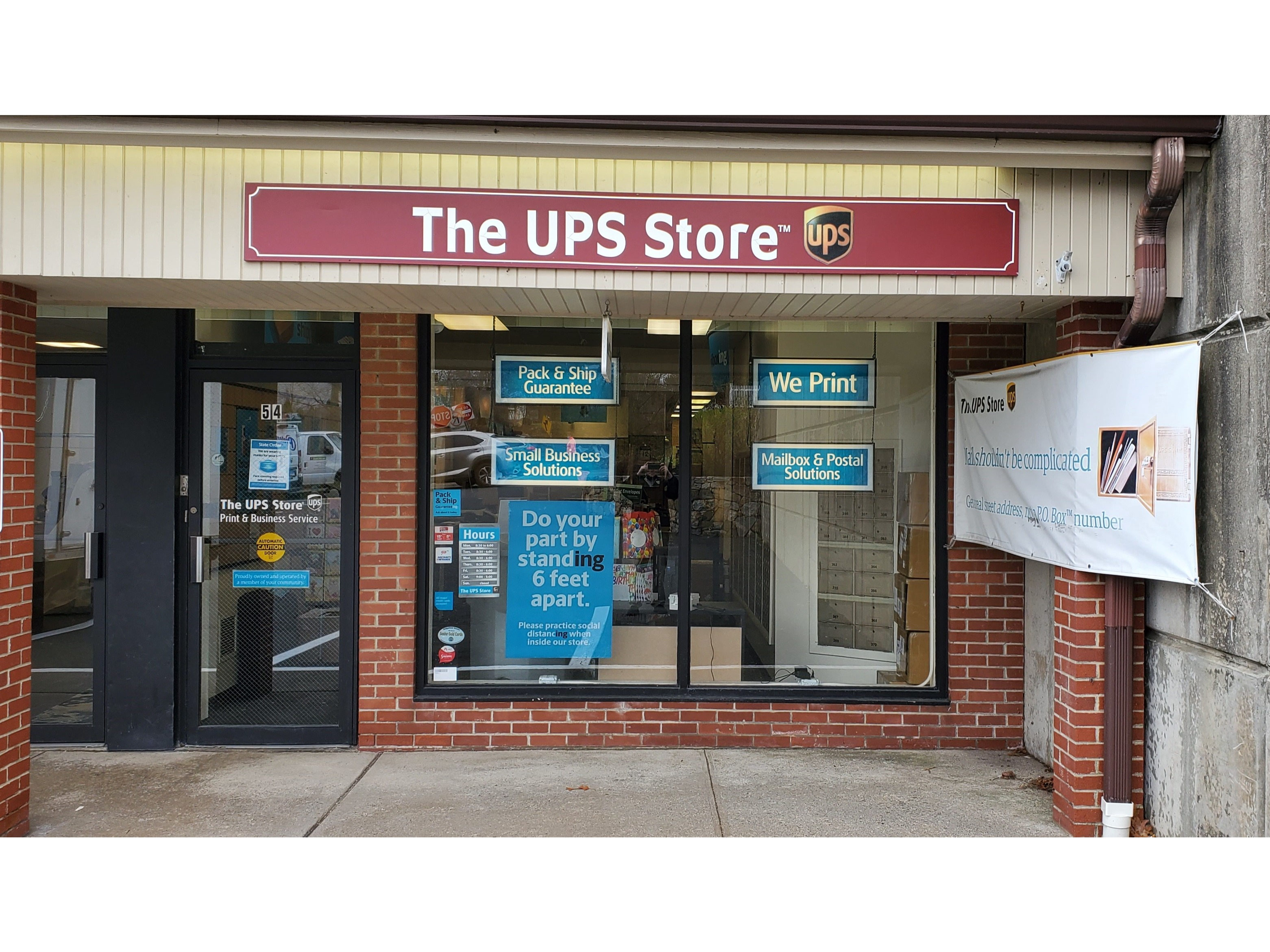 Facade of The UPS Store Ridgefield