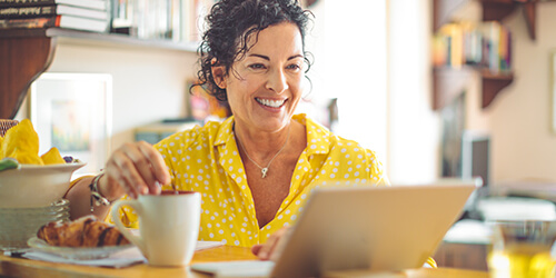 wealth-woman-yellow-shirt-coffee-laptop