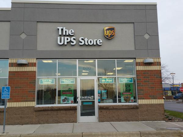 Facade of The UPS Store Champlin