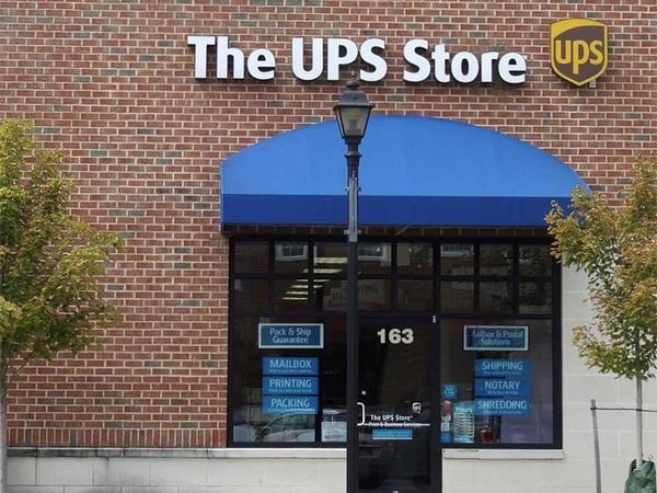 Storefront with The UPS Store sign