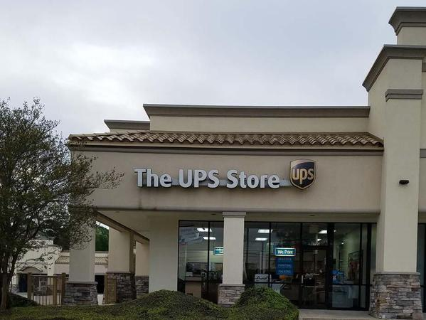 Facade of The UPS Store Baton Rouge