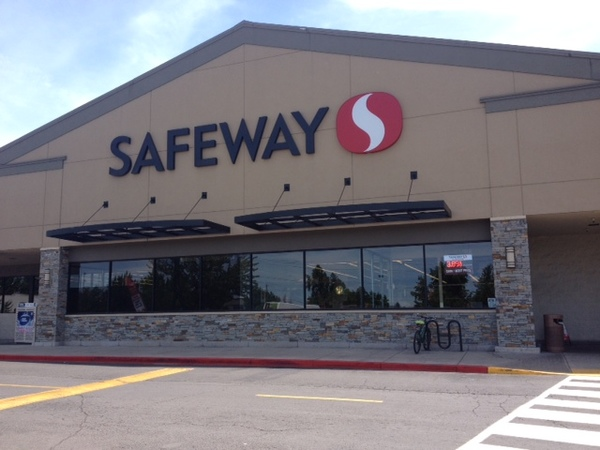 Safeway Store Front Picture at 1003 Medford Center in Medford OR