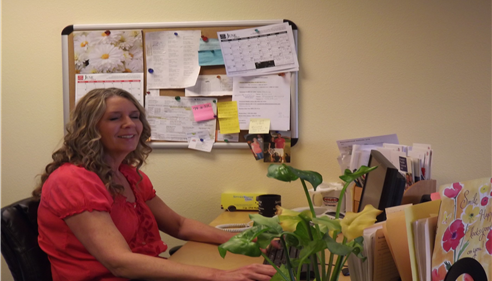 Lori Rutledge works as a Customer Service Representative in Enumclaw, WA.
