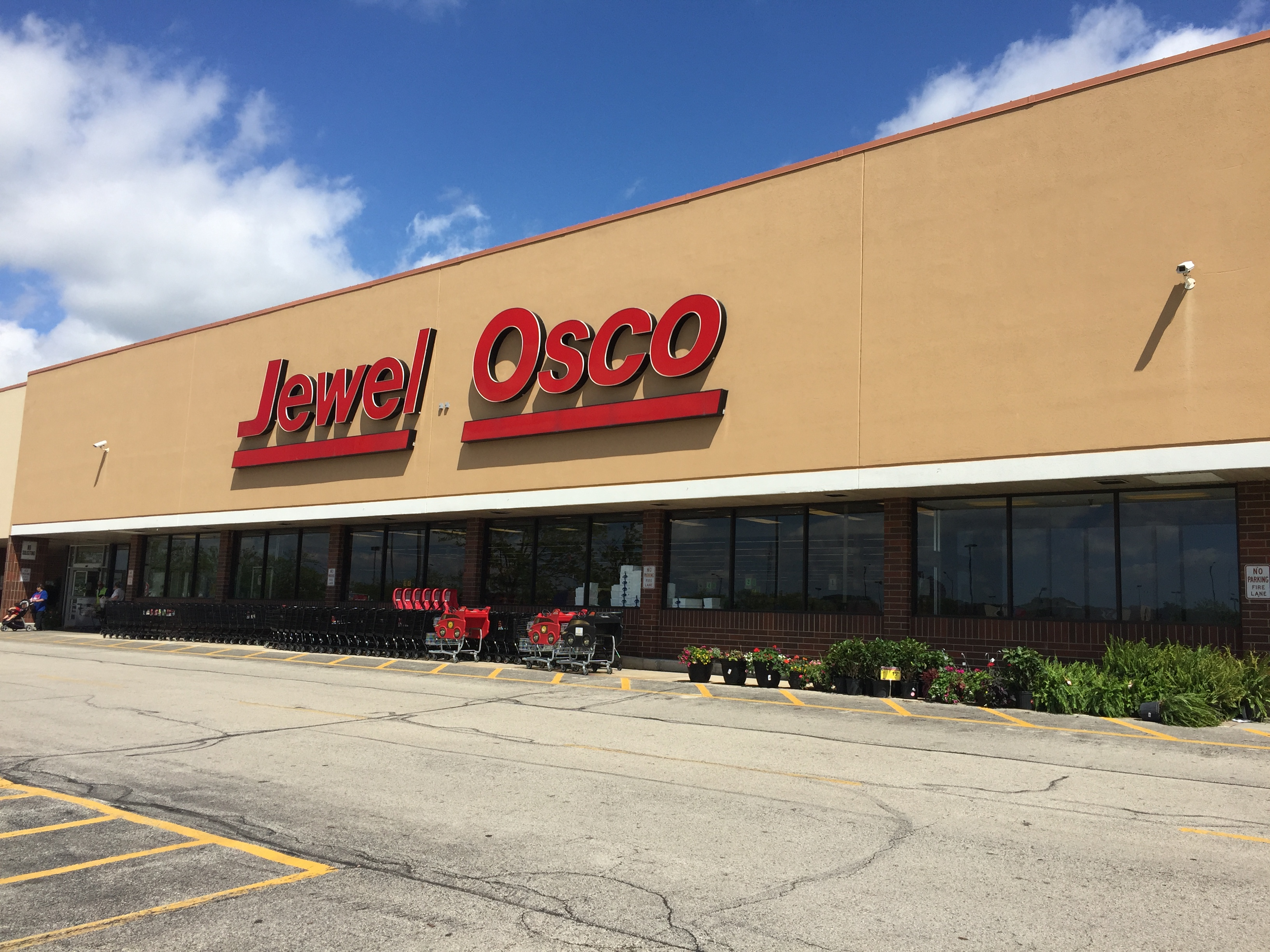 Jewel Osco Store Front Picture - 1350 US Route 12 in Fox Lake IL