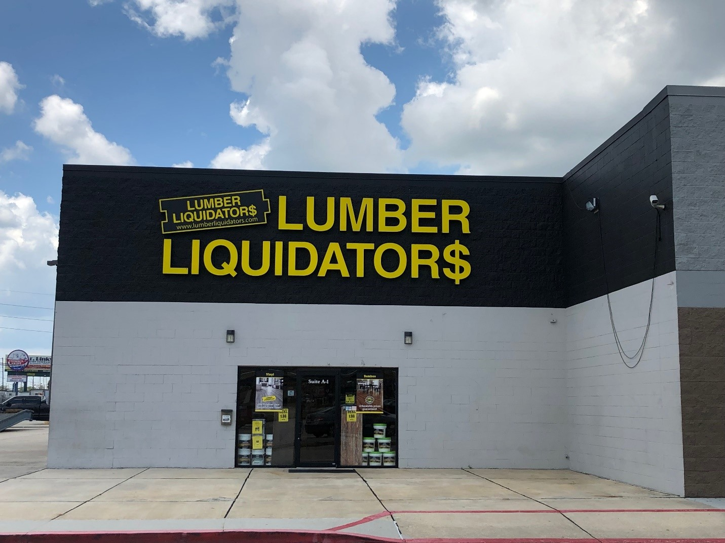 LL Flooring #1031 Harahan | 800 S. Clearview Parkway | Storefront