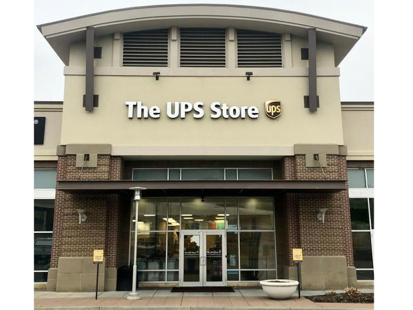 Facade of The UPS Store Overland Park