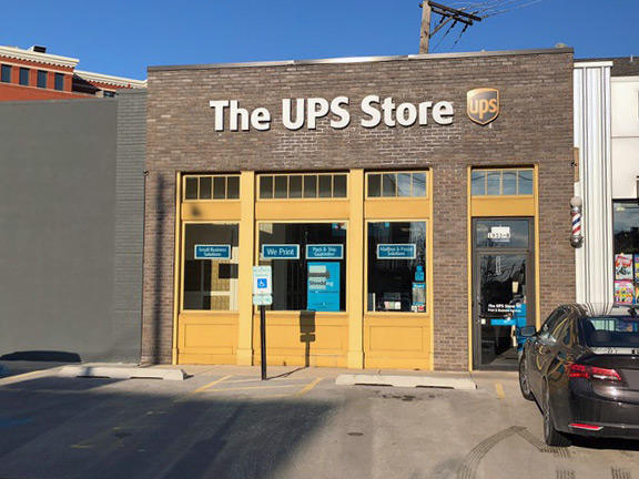 Lincoln Park West UPS Store in Chicago, IL