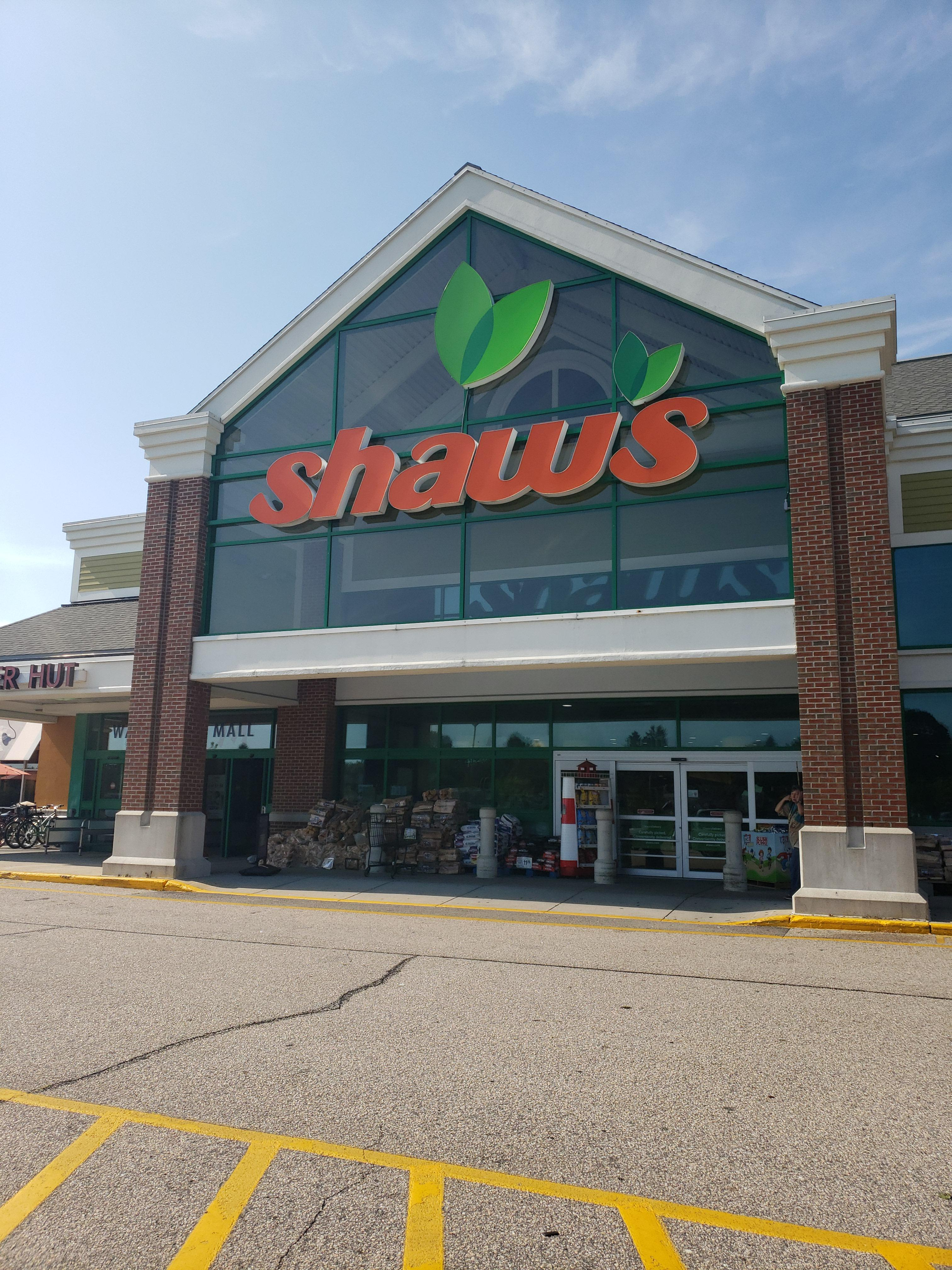 Shaw's Store Front Picture - 160 Old Tower Hill Rd in Wakefield RI