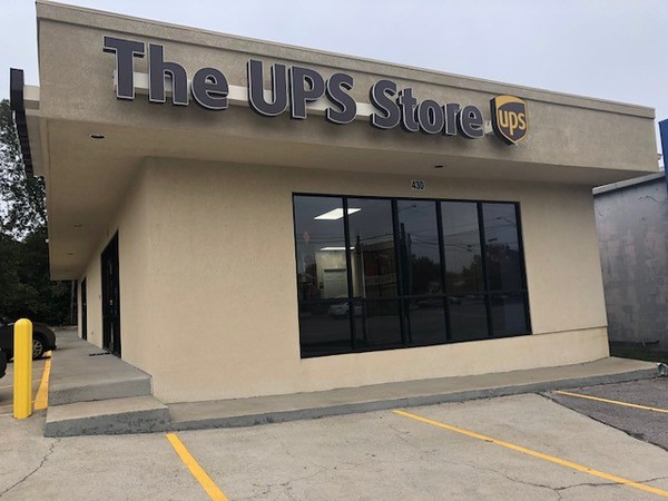 Facade of The UPS Store Gadsden