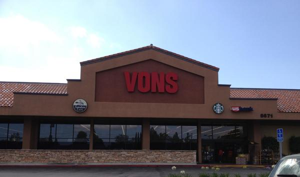 Vons Store Front Picture at 5671 Kanan Rd in Agoura CA