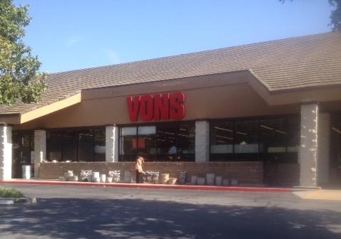 Vons Store Front Picture at 932 E Badillo St in Covina CA