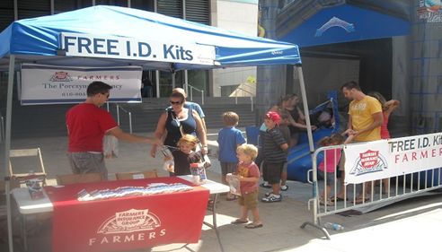 Polish Heritage Society & Farmers® handing out snow cones & child ID kits