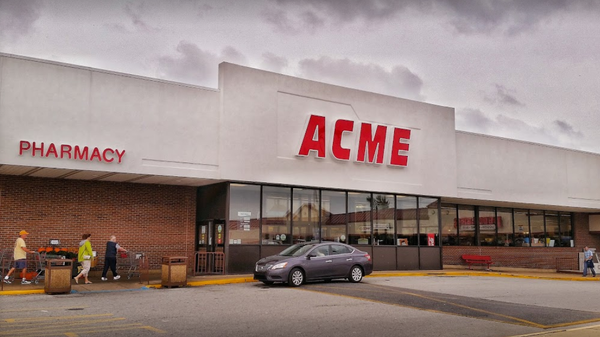 Acme Markets store front picture at 100 College Square in Newark DE