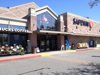 Safeway Store Front Picture at 12519 NE 85th St in Kirkland WA