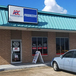 Front of Direct Auto store at 7585 Westbank Expressway, Marrero