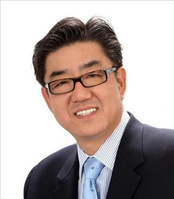 Photo of Simon Han