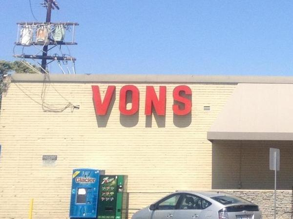 Vons W 80th St Store Photo