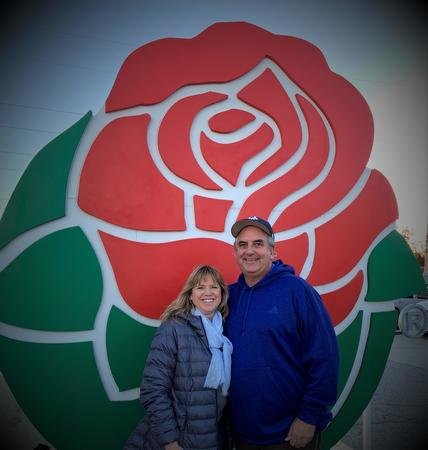 This year we finally got the chance to help decorate the Queen's Trophy Farmers Rose Parade Float!