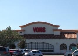 Vons Store Front Picture at 369 Magnolia Ave in Corona CA