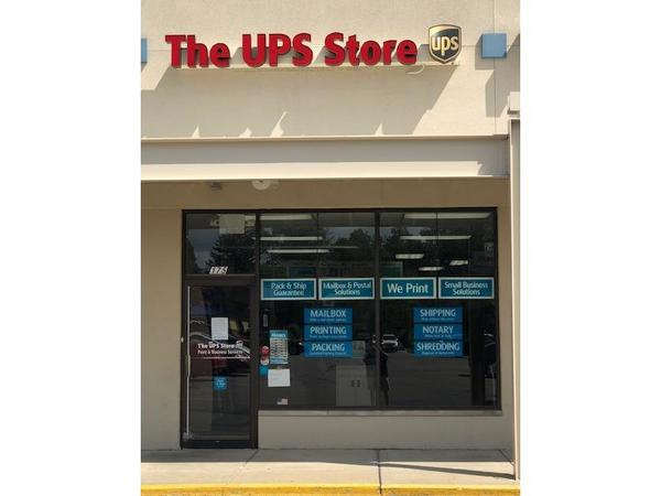 Facade of The UPS Store Delaware