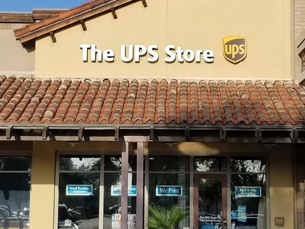 front of the ups store at 4960 S Gilbert Rd