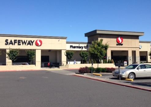 Safeway Store Front Picture at 4515 SE Woodstock Blvd in Portland OR