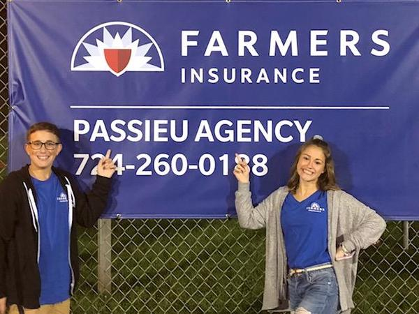 Photo in front of Passieu agency sign