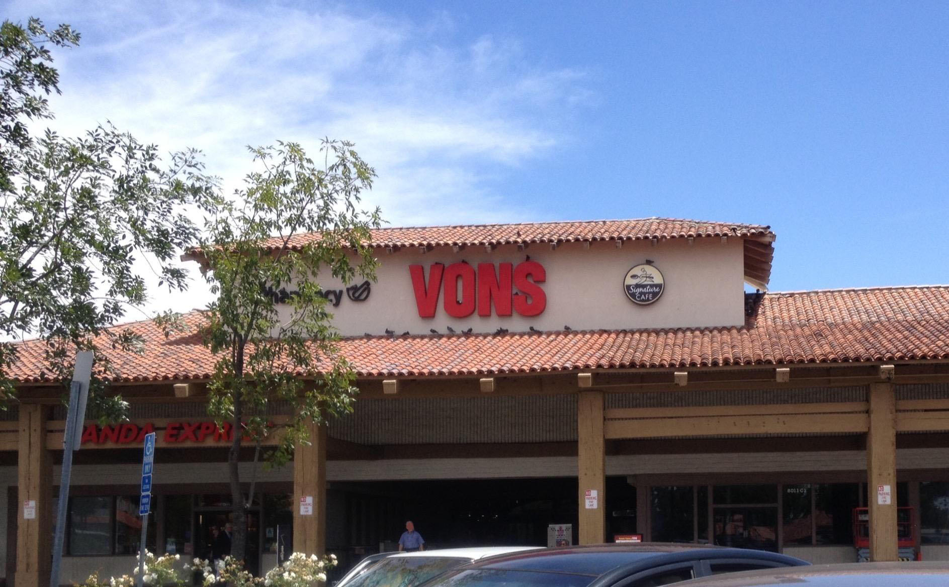 Vons Store Front Picture at 8011 University Ave in La Mesa CA