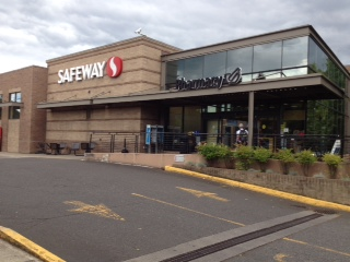 Safeway Store Front Picture at 3930 SE Powell Blvd in Portland OR