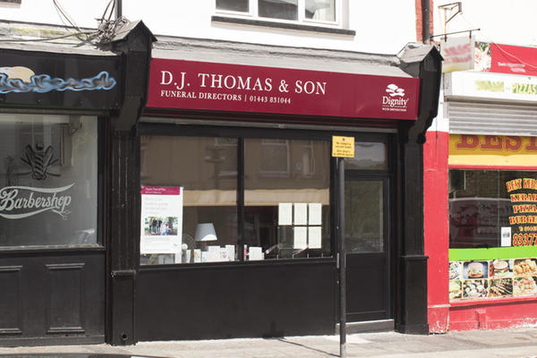 D J Thomas & Son Funeral Directors in Bargoed, Caerphilly.