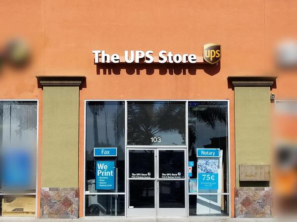 Front of The UPS Store in Lynwood, CA 90262