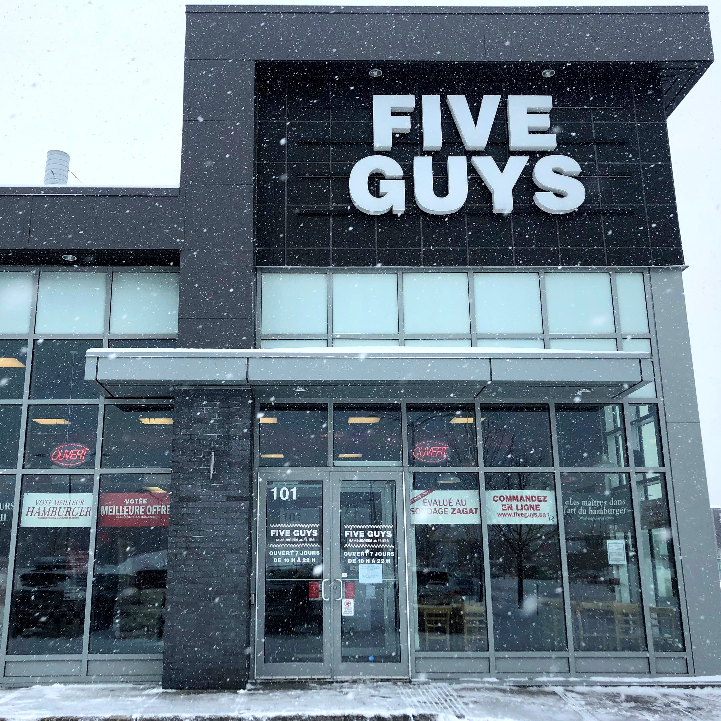 Five Guys at 1371 Boulevard Michel Bohec in Blainville.