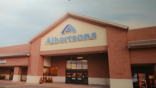 Albertsons Store Front Picture at 2750 Country Club Rd in Lake Charles LA