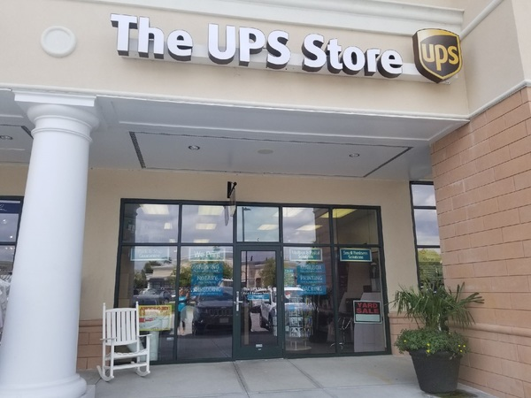 Facade of The UPS Store Wilmington