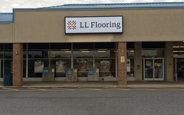 LL Flooring #1261 Hickory | 571 US Highway 70 SW | Storefront