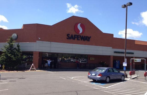 Safeway Store Front Picture at 12032 SE Sunnyside Rd in Clackamas OR