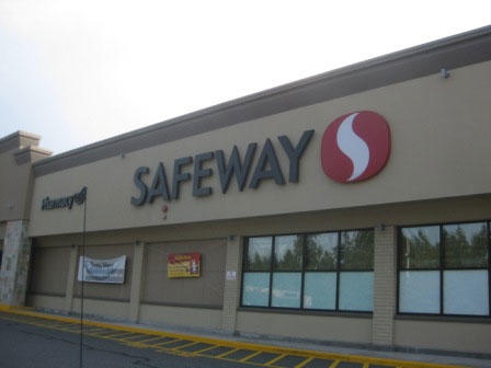 Safeway Store Front Picture at 10020 NE 137th St in Kirkland WA