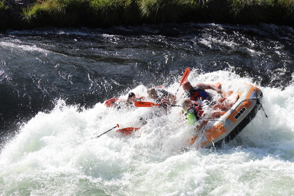 OAK SPRINGS! Deschutes river. Raft with HDRO