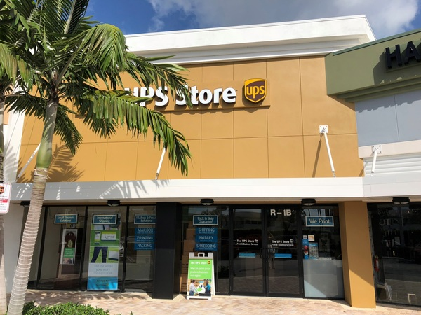 Facade of The UPS Store Boynton Beach