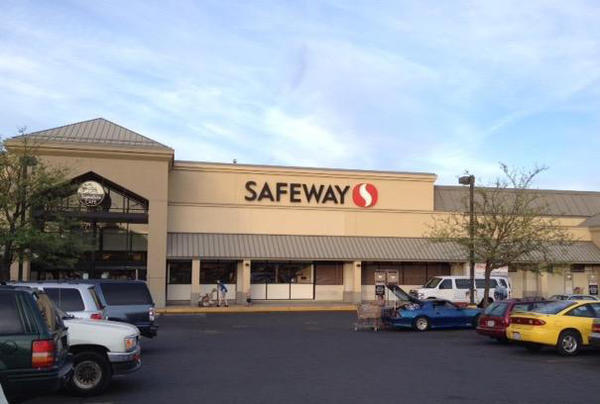 Safeway Store Front Picture at 933 E Mission Ave in Spokane WA