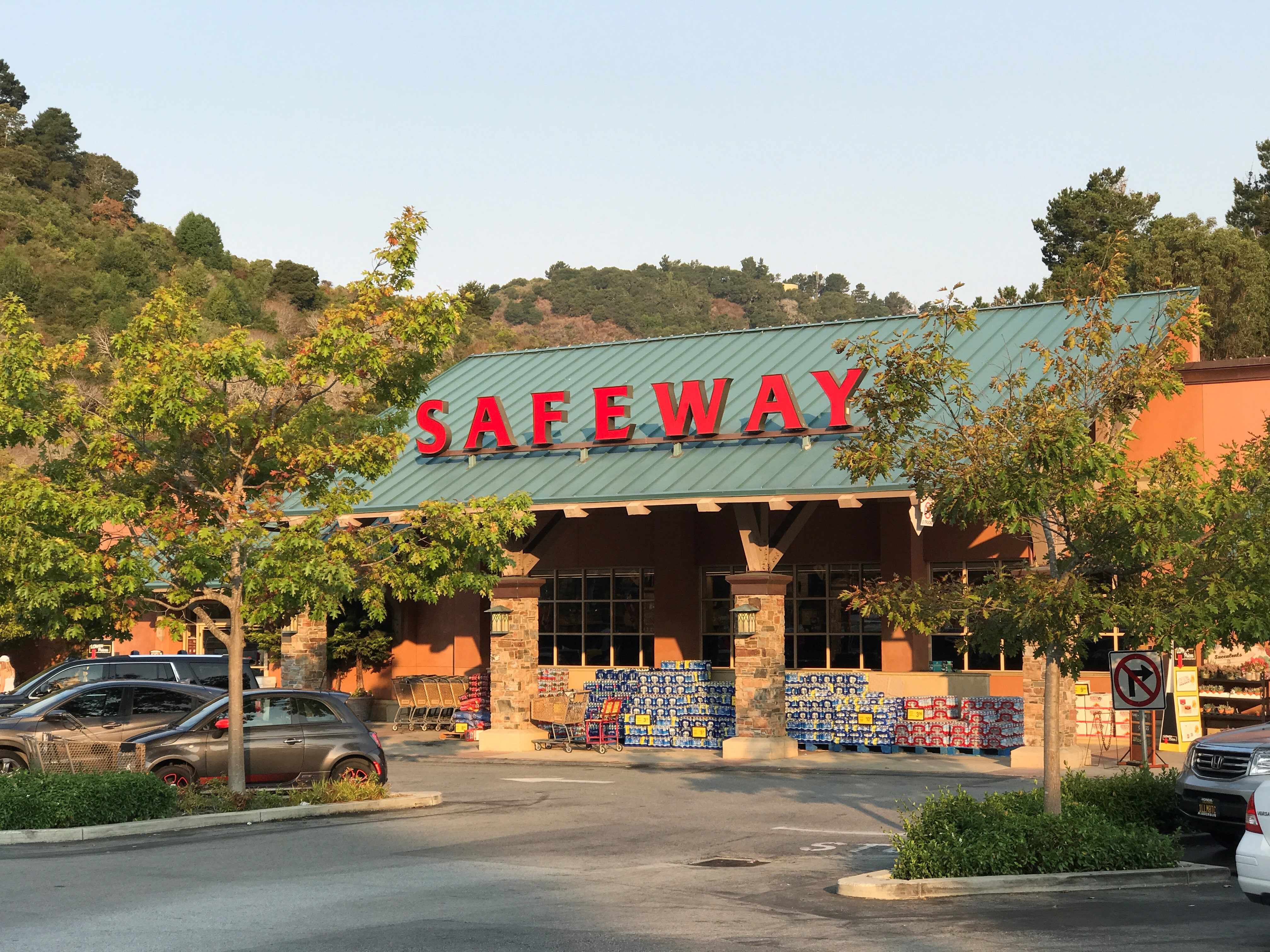 Safeway Store Front Picture at 100 De Anza Blvd in San Mateo CA