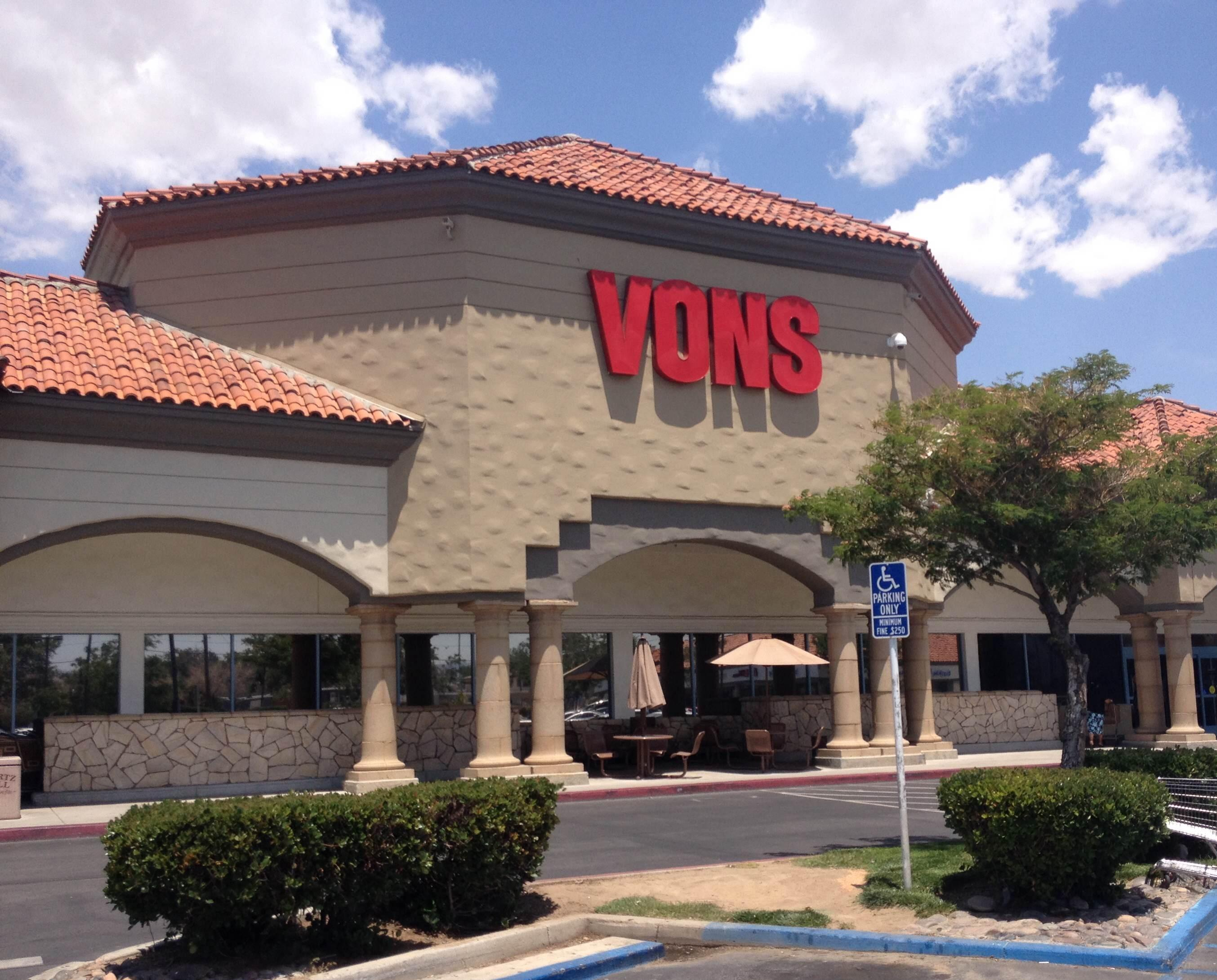 Vons Store Front Picture at 4033 W Ave L in Lancaster CA