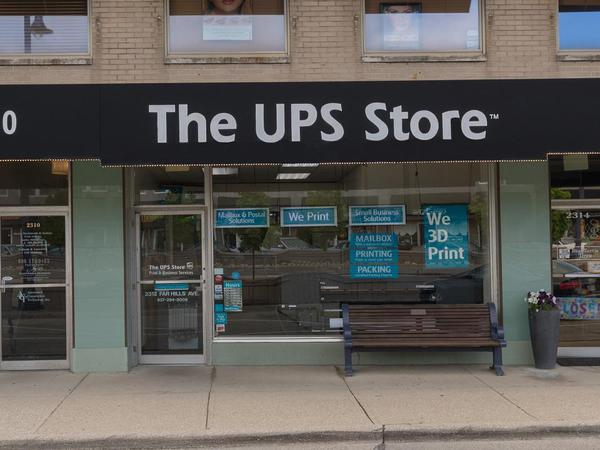 Facade of The UPS Store Oakwood