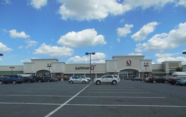 Safeway Store Front Picture at 12821 Braemar Village Plaza in Bristow VA