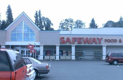 Safeway Store Front Picture at 2249 Cascade Ave in Hood River OR
