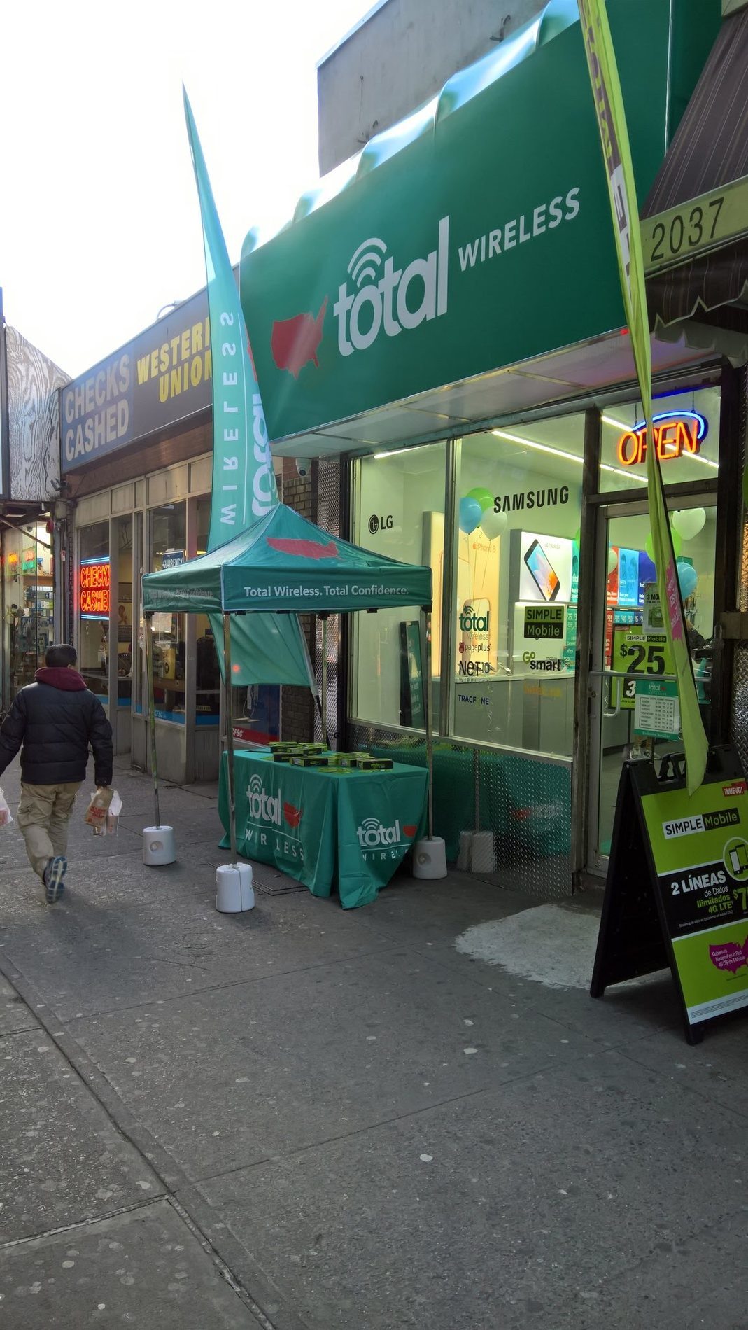 Total Wireless Store front image in Bronx,  NY