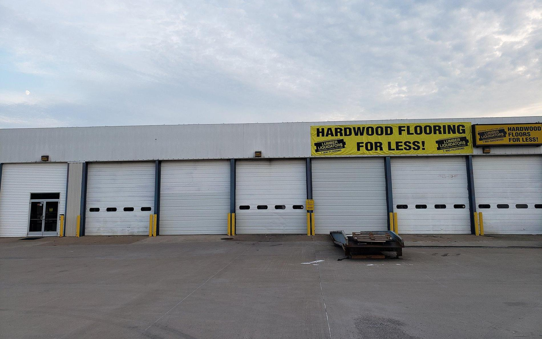 Lumber Liquidators Flooring #1145 Davenport | 321 West Kimberly Road | Store Front