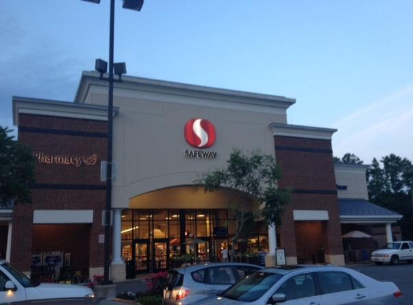 Safeway Store Front Picture at 52 W Central Ave in Edgewater MD