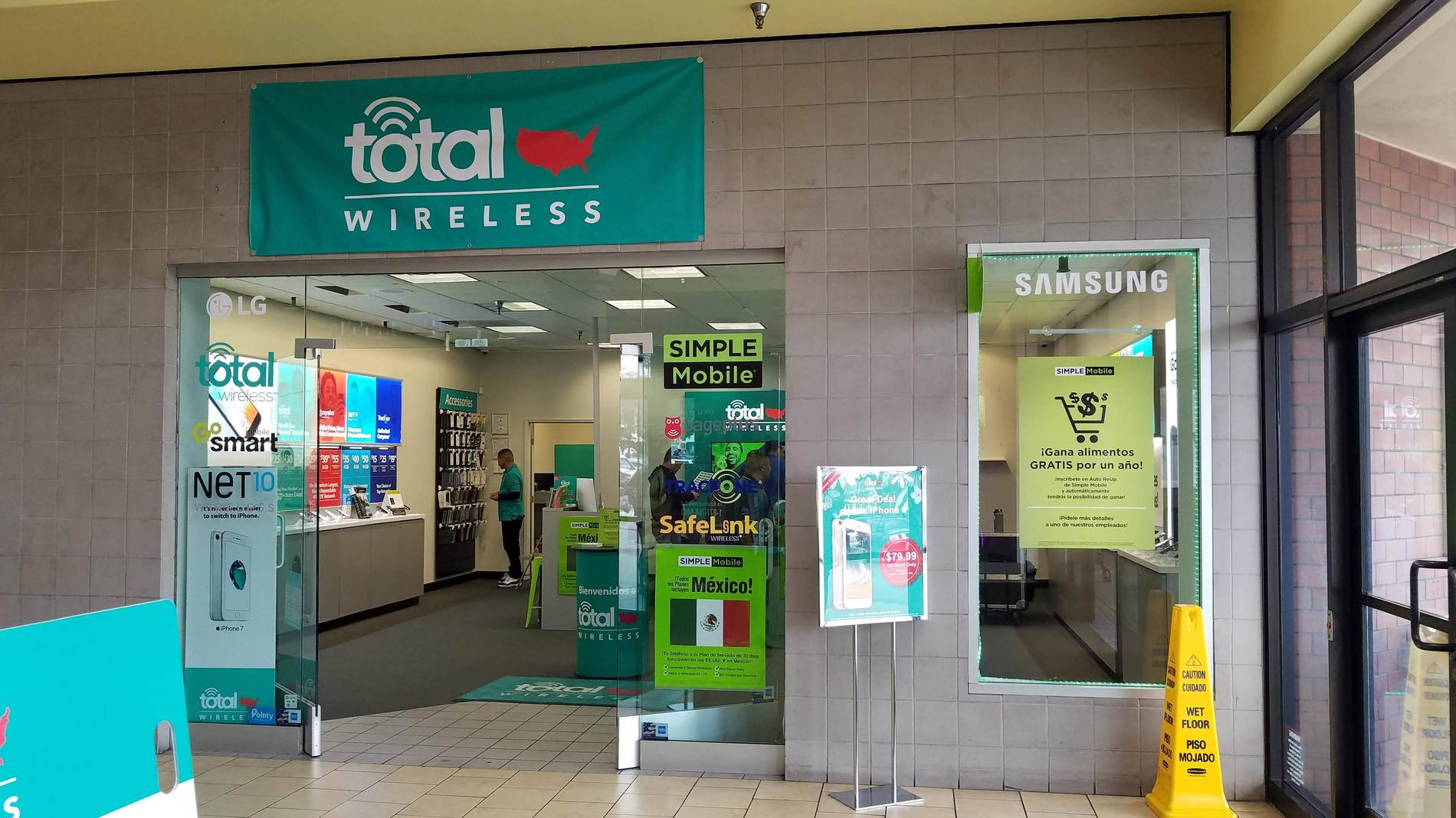 Total Wireless Store front image in Panorama City,  CA
