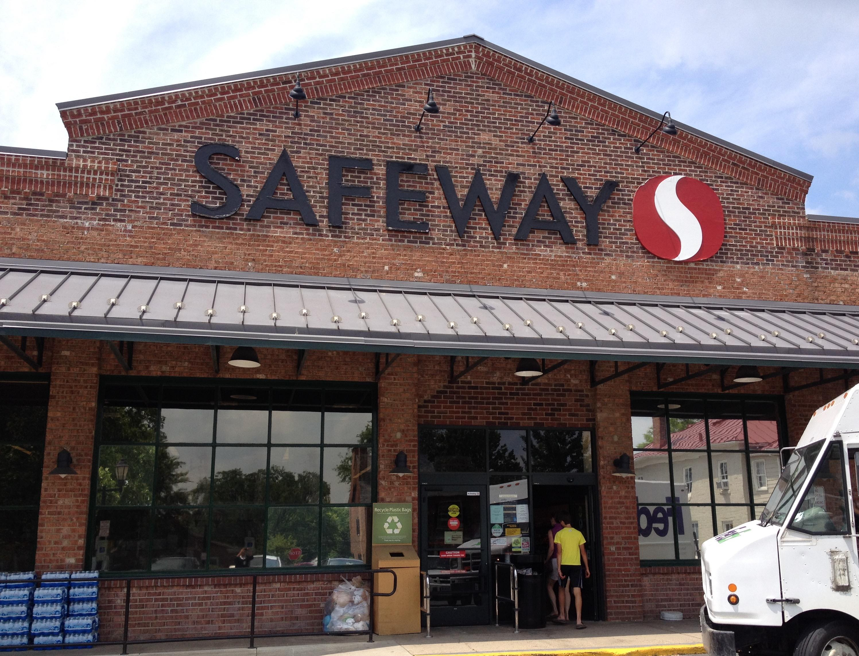 Safeway Store Front Picture at 12 W Washington St in Middleburg VA